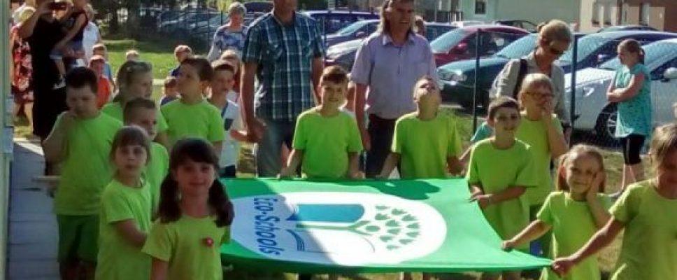Zeleno je u Stonogi! Zastava Eko škole vijori.